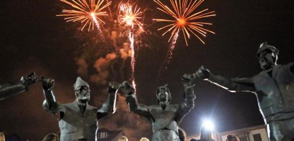 El baile de la Danza Prima y el espectáculo de fuegos artificiales clausuran el Carmín