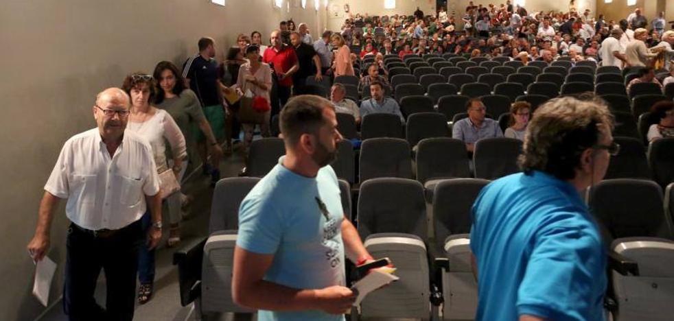 Los críticos del Grupo Covadonga inician el proceso para una moción de censura