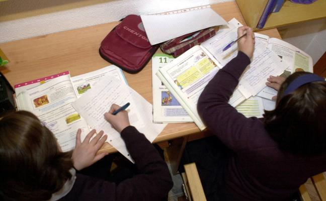 Educación recomienda menos deberes, pero más motivadores
