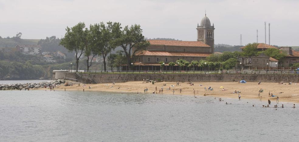 Costas inspecciona el argayo de la fachada marítima de Luanco