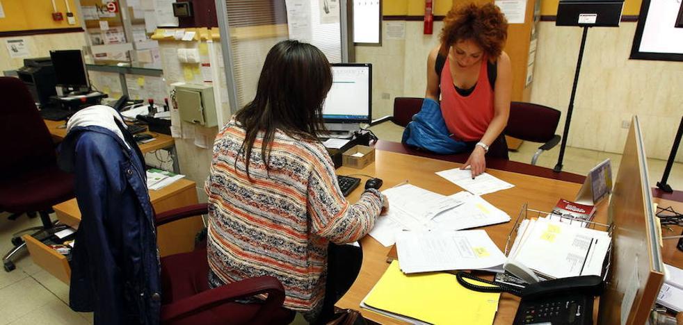 Asturianos optan a una ayuda de los casi 15 millones for Oficina empleo oviedo
