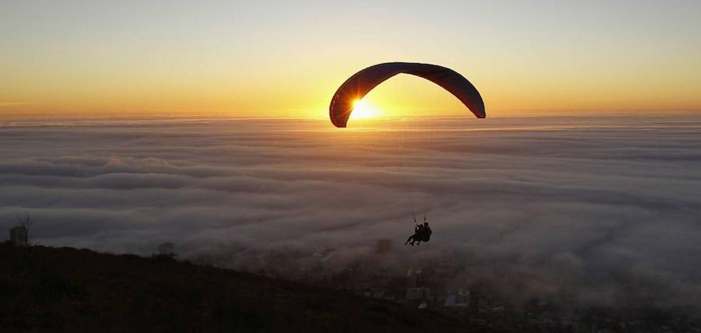 Avisa a su mujer antes de saltar desde el avión: «No voy a abrir el paracaídas»