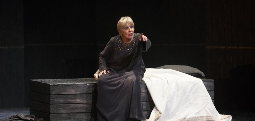 Una actriz regia para una reina sin trono