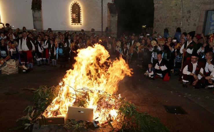 Llanes arde en honor a La Magdalena