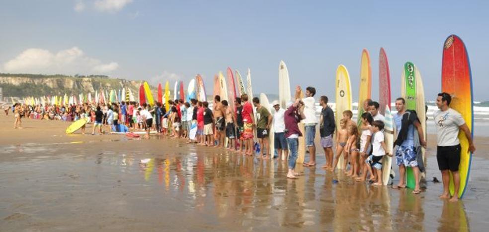 El negocio millonario del surf en Salinas
