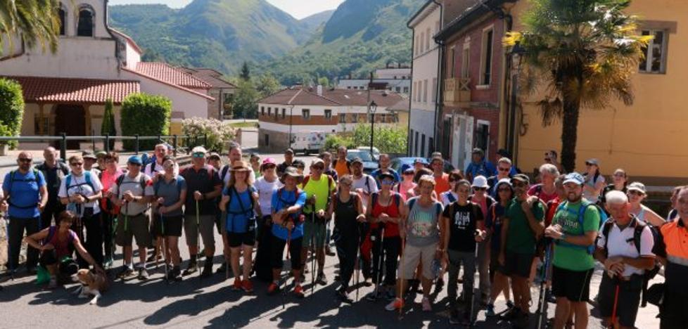 Más de 300 peregrinos llegan al Monsacro en la segunda marcha desde Oviedo
