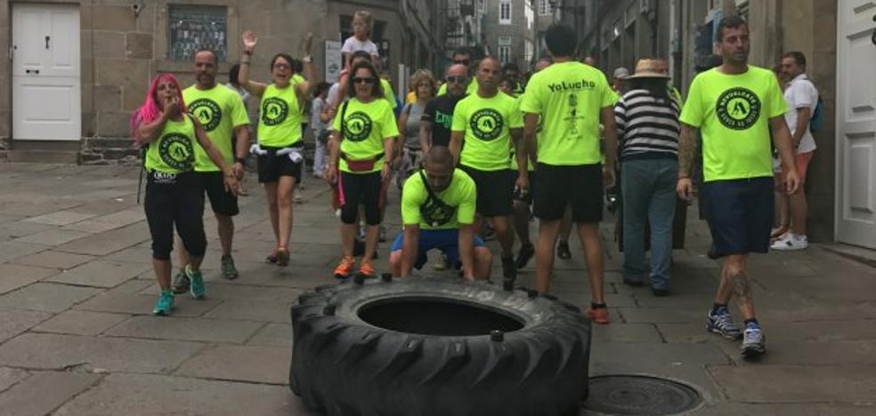 La rueda solidaria contra el cáncer llega a Santiago desde Irún