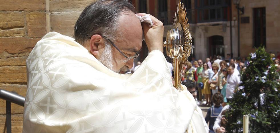 Archivada definitivamente la denuncia por falsedad contra arzobispo de Oviedo
