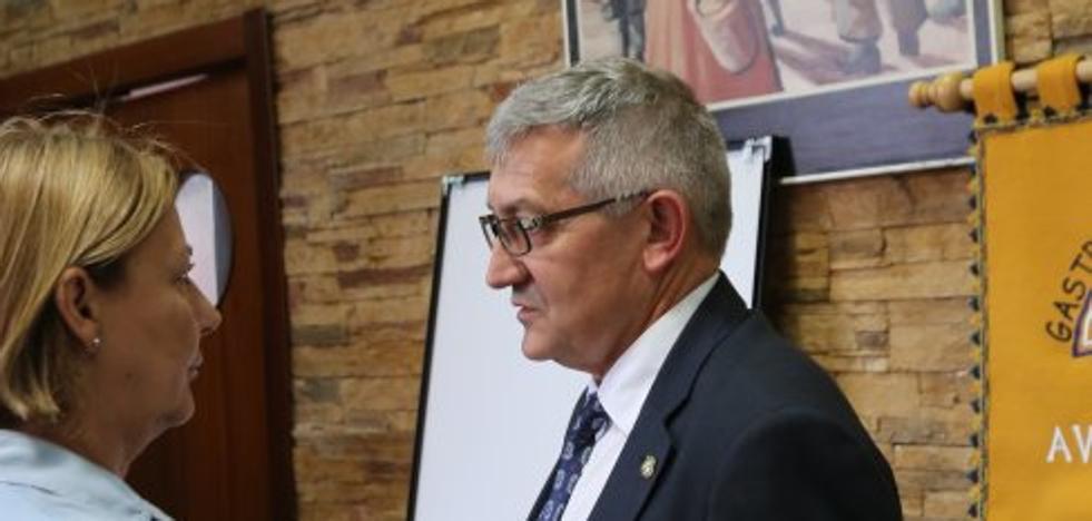 El rector vincula a la iniciativa privada la decisión sobre la Facultad del Deporte