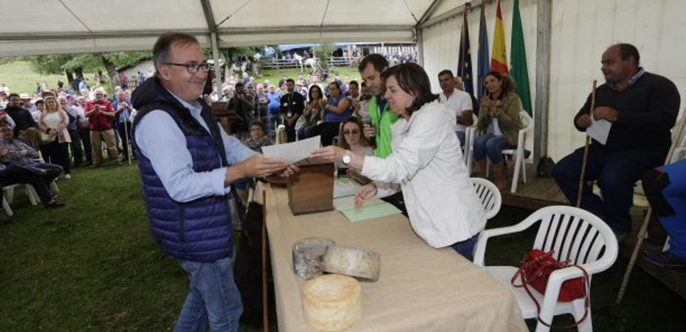«Cangas, Onís y Amieva tendríamos que defender juntos a la ganadería»
