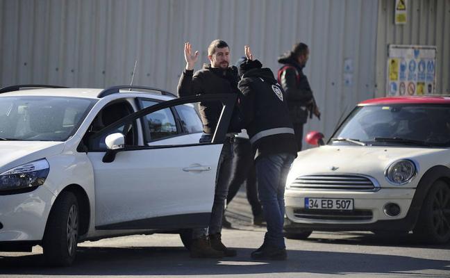 Detienen a 26 presuntos miembros del Daesh en Estambul