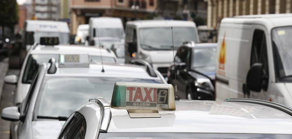 Xixón Sí Puede pide señalizar «de forma adecuada» las paradas del taxi turístico