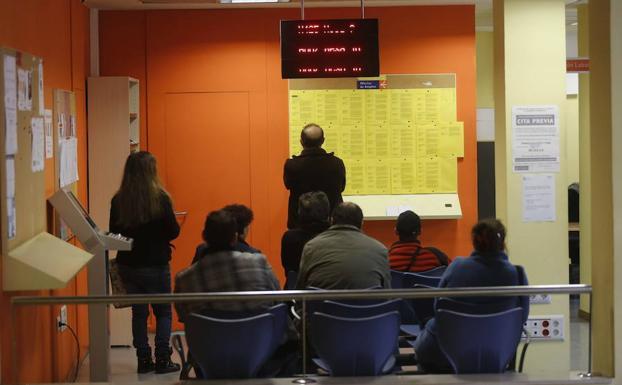 El paro baja en asturias un 3 47 hasta los for Oficina empleo oviedo