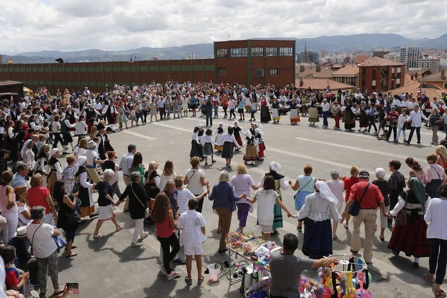 Jira campestre en el Cerro para celebrar el Día d'Asturies