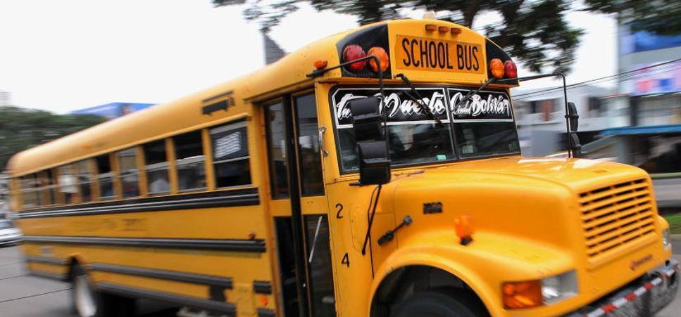Muere un niño olvidado once horas en un autobús escolar en Orlando