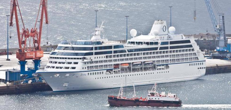 750 pasajeros llegan a Gijón a bordo del crucero 'MS Sirena'