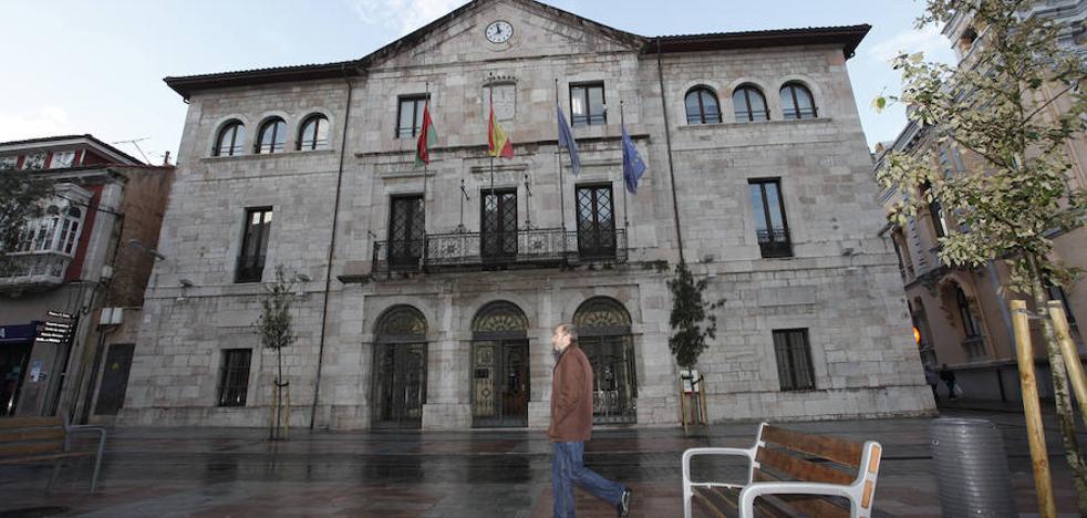 La Fiscalía acusa a una exedil llanisca de prevaricación y malversación de fondos