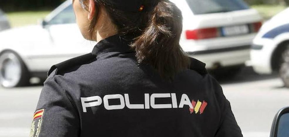 Detenido por tratar de golpear a los agentes que le perseguían tras robar en un supermercado de Gijón