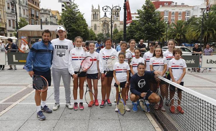 Tommy Robredo anima el torneo de tenis Dionisio Nespral en Gijón