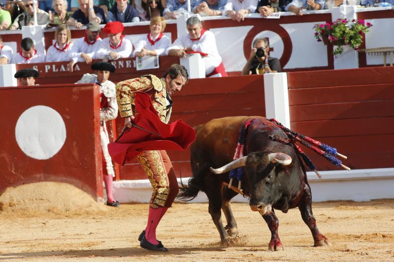 Padilla corta una oreja en la primera corrida de la Feria de Begoña