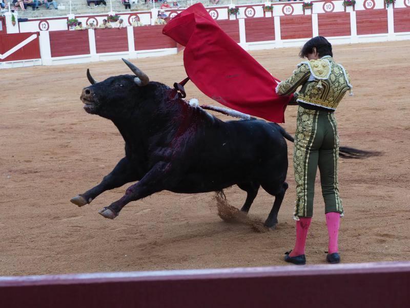 El torero peruano Roca Rey corta dos orejas en El Bibio