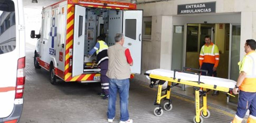 Los usuarios del Hospital Valle del Nalón denuncian retrasos y saturación