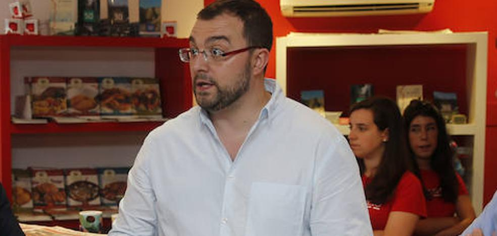 Barbón le recuerda a Pérez las presiones sufridas en las primarias federales