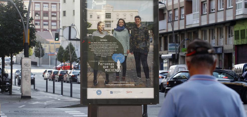Gijón retira el cartel que denunciaba violencia contra niños de la calle en Melilla