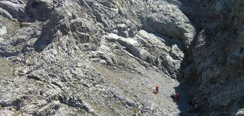 Fallece un montañero al caer unos 200 metros en el Peña Ubiña