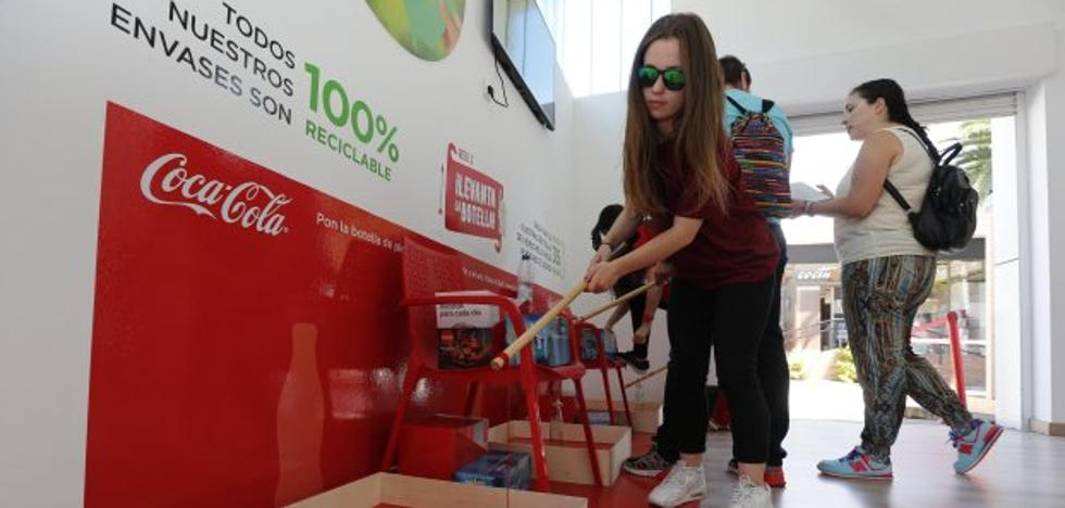 «Cuando coma traigo la lata para reciclar»