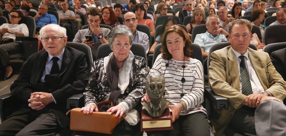 Emotiva distinción a Elías García, «la sonrisa de la Feria»