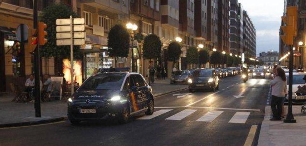Dos detenidos por dejar grave a un joven de una paliza en la zona de copas de Gijón