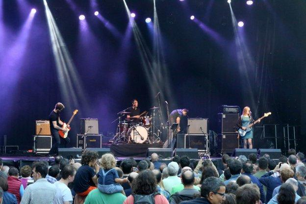 The Wedding Present, sobre el escenario de la plaza Mayor. :: E. C./