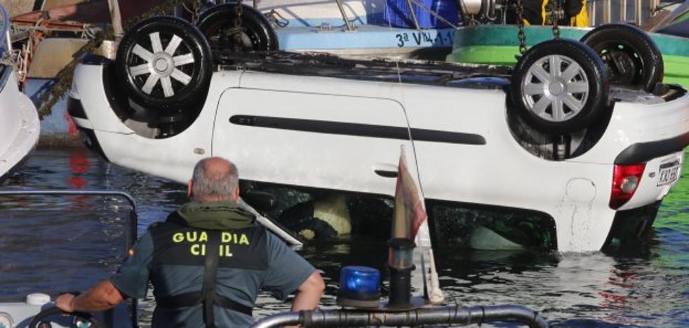 Fallece ahogado un pescador de 60 años al caer al agua con su coche en El Musel