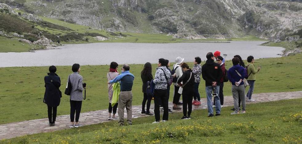 El sector turístico exige al Principado un plan para frenar el exceso de oferta y la masificación