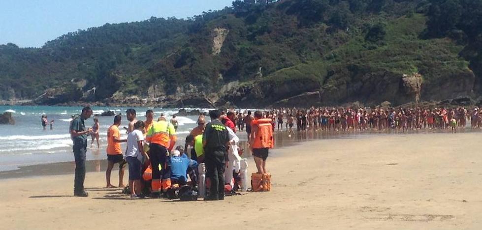 Rescatan a un hombre de 72 años en la playa de Aguilar