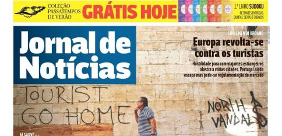 Un diario portugués publica en su portada el grafiti de la iglesia de San Isidoro