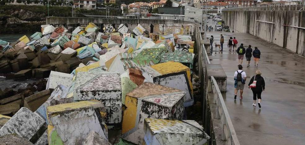 El tiempo «machaca» los 'Cubos de la memoria' de Llanes