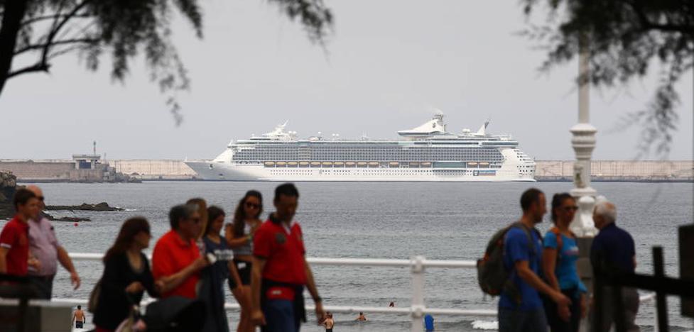 Más de 4.000 cruceristas británicos descubren Gijón