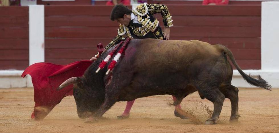 Miguel Ángel Perera corta una oreja en una corrida floja por la condición del ganado