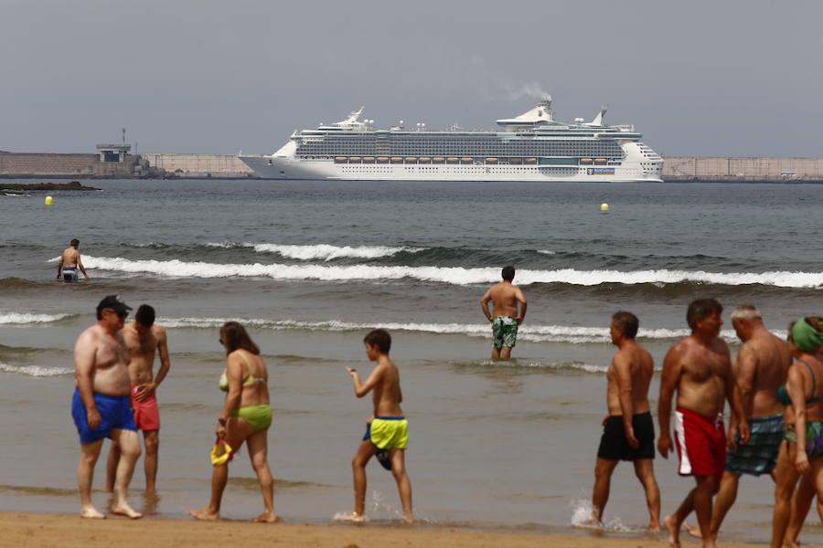 El Independence of de Seas llega a Gijón con más de 4.000 cruceristas
