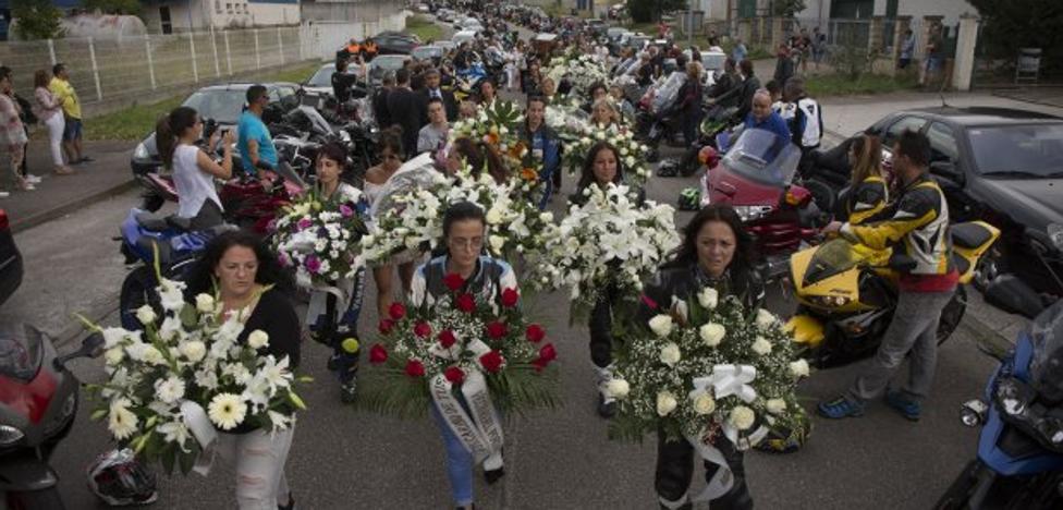 Medio millar de moteros en la despedida al 'rizosín'