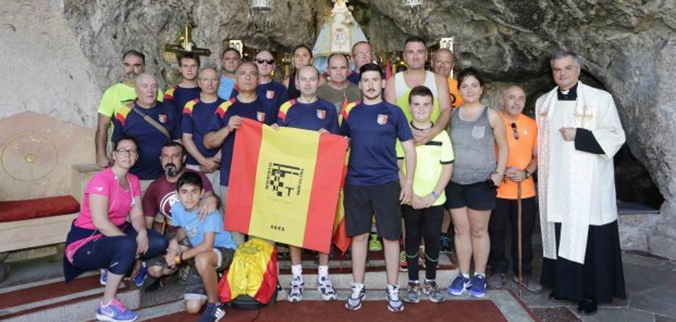 Veinte Reservistas realizaron una ofrenda a la Virgen de Covadonga