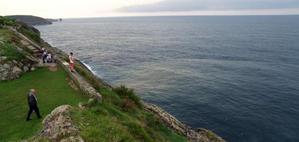 Los ecologistas alertan de vertidos de aguas residuales al mar en Llanes