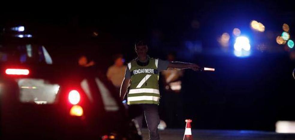 Un coche se empotra deliberadamente en una pizzería cerca de París: una adolescente muerta y siete heridos