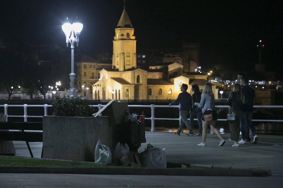 Así amaneció Gijón tras la fiesta de los Fuegos