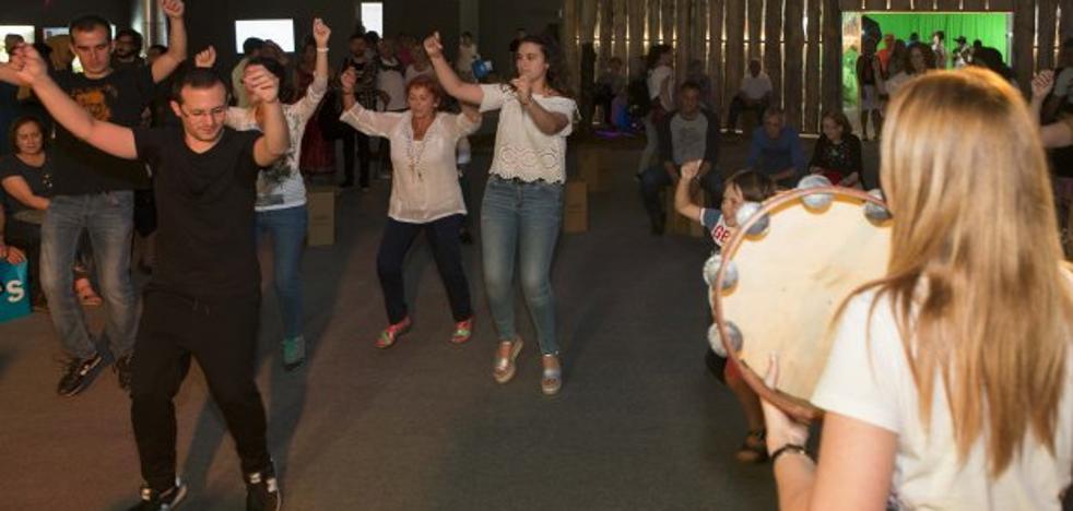 «Bailar folclore es una seña de identidad»