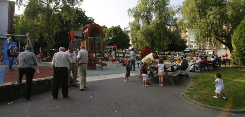 Nuevos juegos infantiles en los parques de La Carriona, El Carbayedo y Versalles