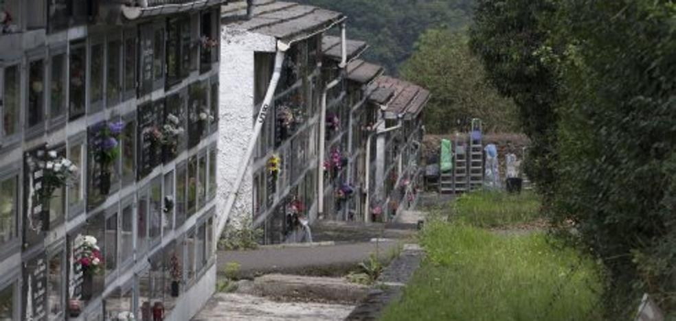 El «pésimo» estado de los cementerios en Langreo indigna a los vecinos