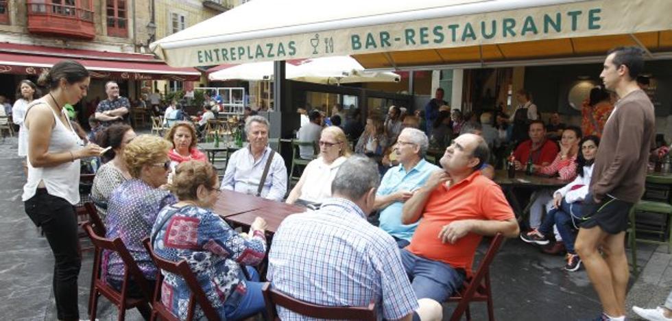 El sector turístico cierra con lleno una quincena festiva «que no salva todo el mes de agosto»